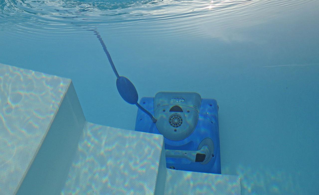 comparatif des robots de piscine pro forums. Black Bedroom Furniture Sets. Home Design Ideas